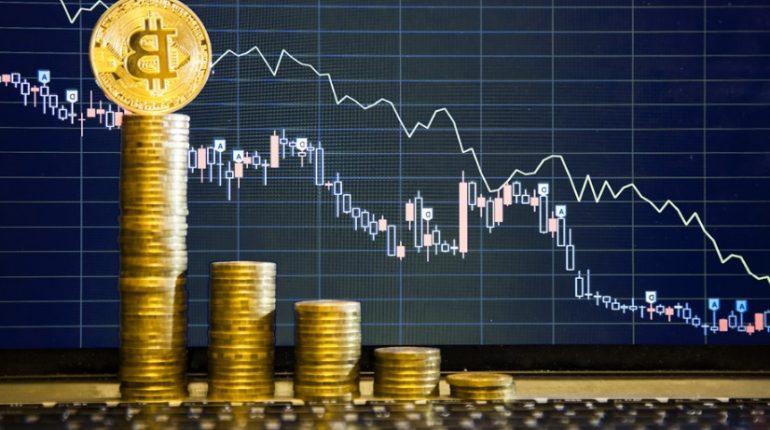 Graphique chandelier japonnais et piles de bitcoins